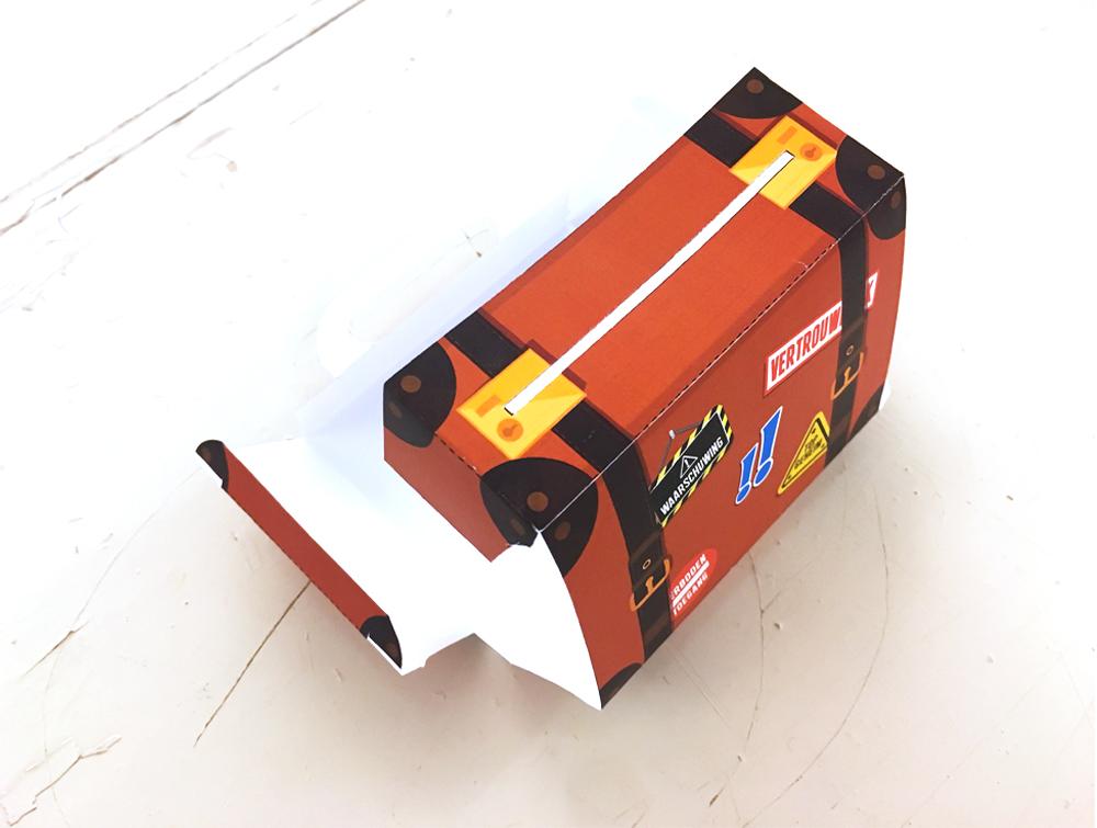 vouw het doosje in elkaar.